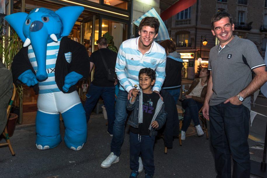 Xavier avec un jeune supporter Ciel & Blanc.