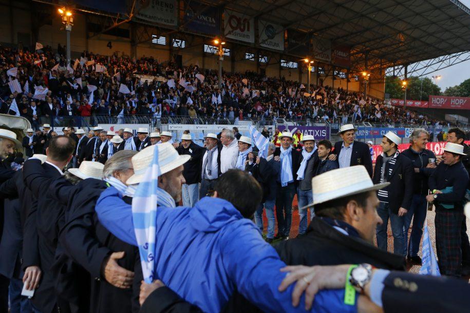 Lors du dernier match à Colombes de la saison 2016-2017, les anciens du Racing ont formé la haie d'honneur à la sortie des joueurs Ciel et Blanc.