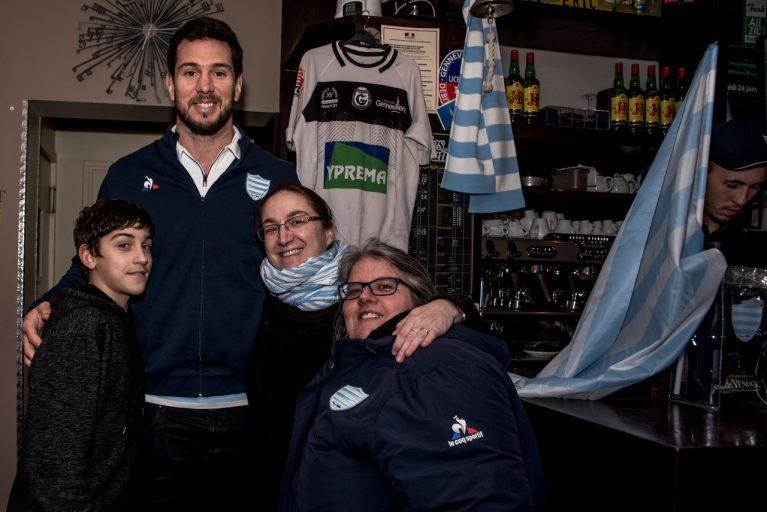 Manuel Carizza et les supporters Ciel et Blanc