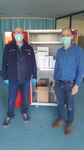 Les employés de Boulanger oeuvrent pour livrer les tablettes dans les établissements de santé.